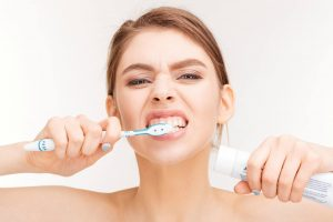 Bất ngờ đánh răng thường xuyên vẫn bị sâu