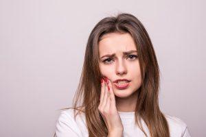 Chảy máu chân răng và cách điều trị